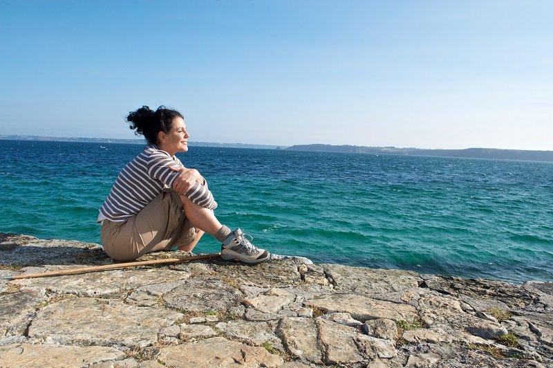 Randonnee sur la presqu'ile de Crozon, pause  detente au soleil et bien-etre.