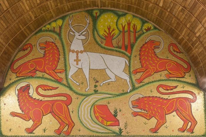 DetailMosaique presente dans la chapelle du Graal, plan sur un dessin de Cerf.