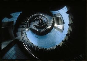 Vue interieure des escaliers du Phare de l'ile Vierge.